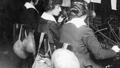 Women On the Frontlines of WWI Came to Operate Telephones