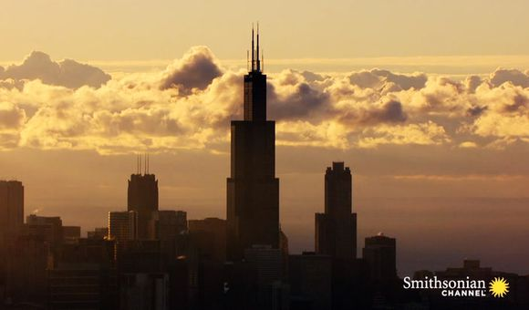 Preview thumbnail for video'Why Doesn't the Willis Tower Topple Over?