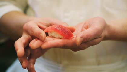 It's Not a Health Hazard to Have Sushi Made With Bare Hands, It's a Necessity