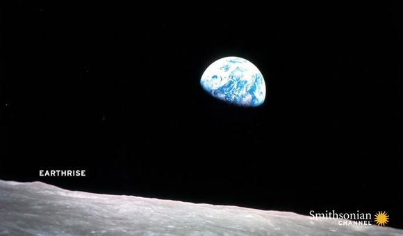 Preview thumbnail for video'This Apollo 8 astronaut took the famous