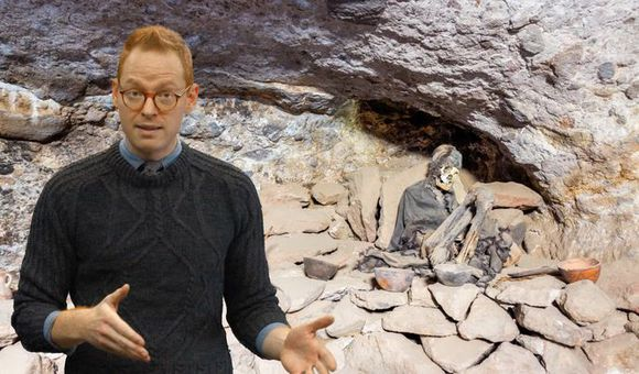 Preview thumbnail for video'Ask Smithsonian: How Do You Mummify a Body?