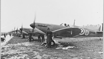 65 Squadron received eight new Spitfires through the sponsorship of the East India Fund in July 1940. These new Spitfires featured de Havilland constant-speed propellers.