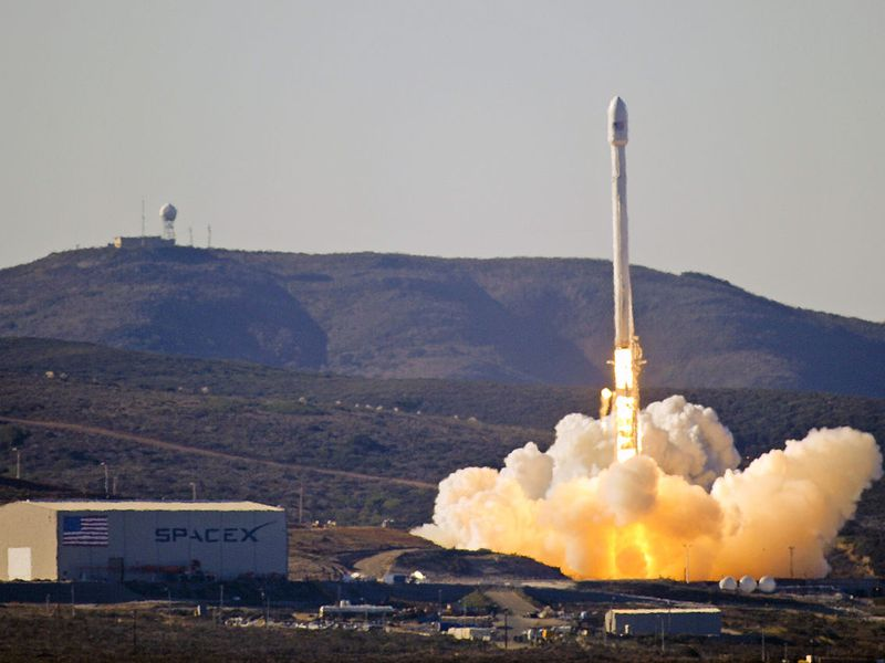 Launch_of_Falcon_9_carrying_CASSIOPE.jpg