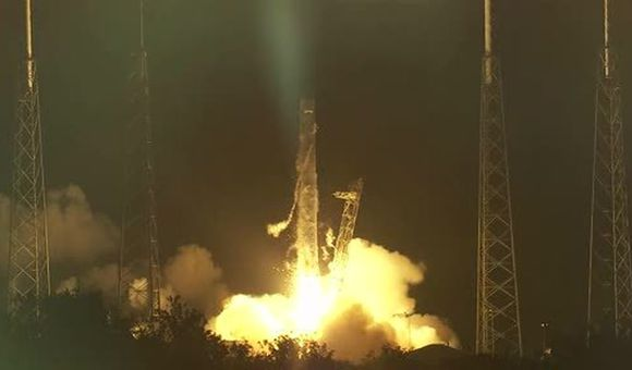 Preview thumbnail for video'Watch the SpaceX Rocket Liftoff