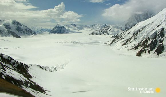 Preview thumbnail for video'Breathtaking Views of the Largest Glacier in North America