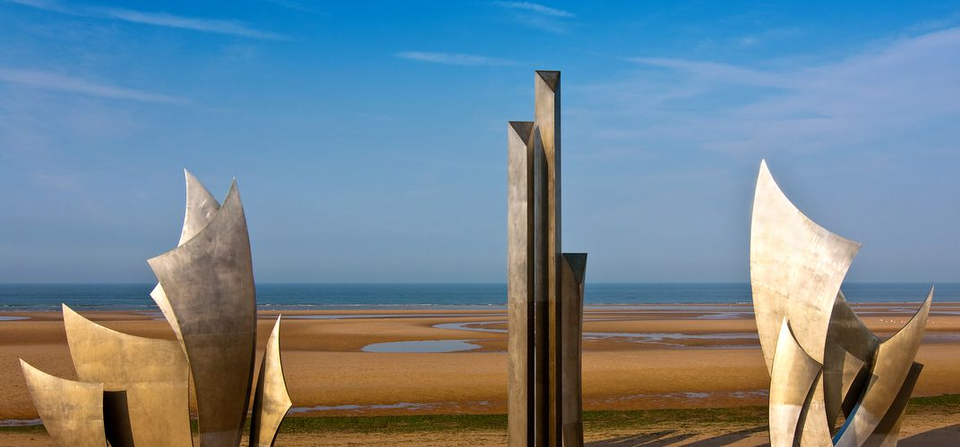 Sculpture of <i>Les Braves</i> at Omaha Beach