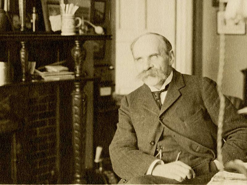 Haldane_in_his_laboratory_at_Oxford,_1911crop.jpg
