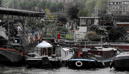 10,000 People Live in Houseboats on London's Waterways