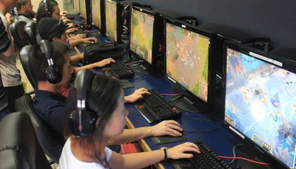UC Irvine Becomes the First American Public University To Offer E-Sports Scholarships