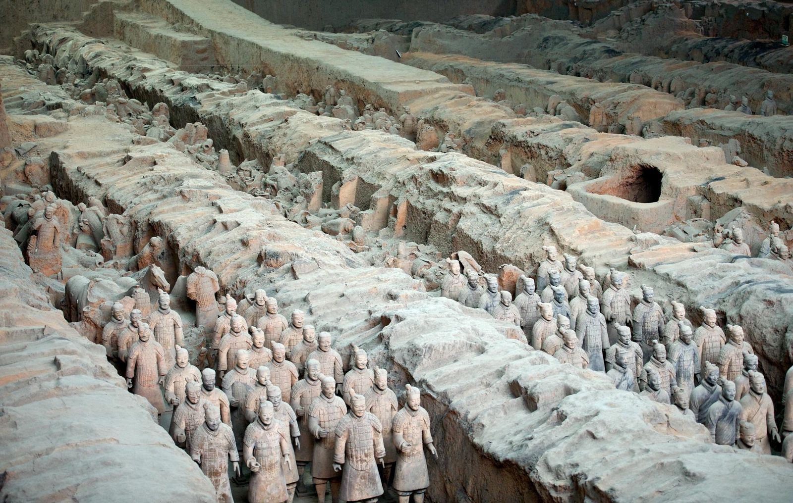 Archaeologists Excavate 200 More Chinese Terracotta Warriors