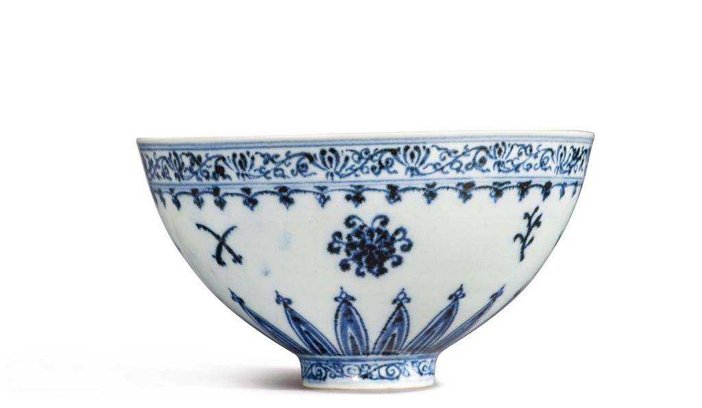 The porcelain vessel is expected to fetch between $300,000 and $500,000.