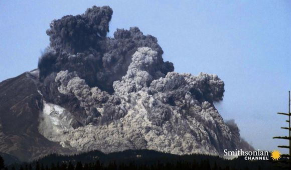 Preview thumbnail for video'This Brave Student Captured the Mount St. Helens Blast
