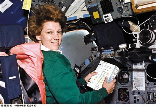 first female space shuttle commander - photo #18