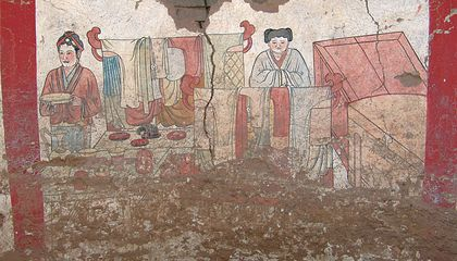 Chinese Tomb Murals Paint Colorful Picture of 1000-Year-Old Fashions