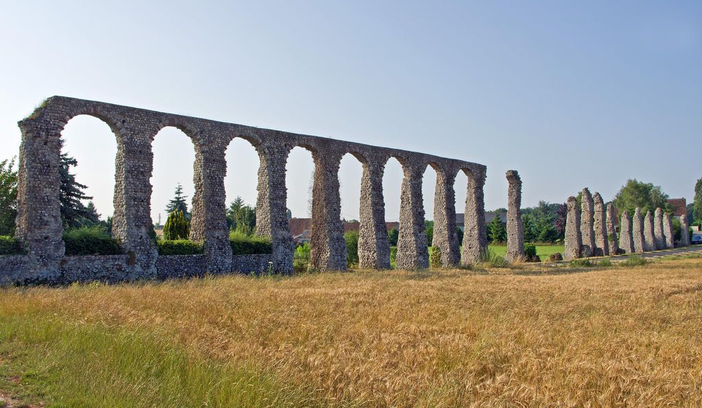 This Roman aqueduct in Indre-et-Loire in central France is the only remnant of the ancient city of Malliacum.