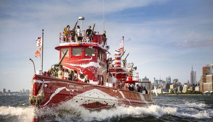 NYC Fireboat Rebranded in Vibrant Dazzle Camouflage to Commemorate WWI