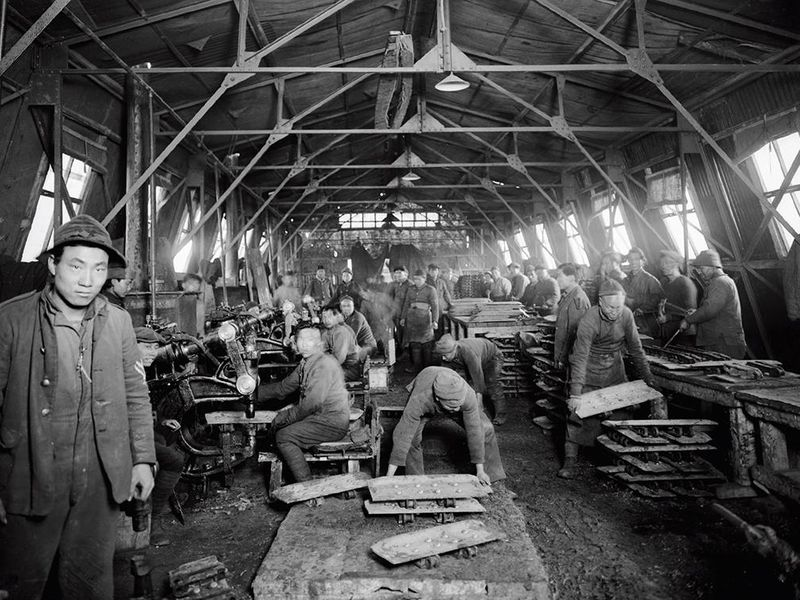 Chinese_workers_WWI_(14408620130).jpg