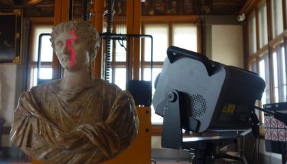 View the Uffizi's Ancient Treasures From Afar, in 3D
