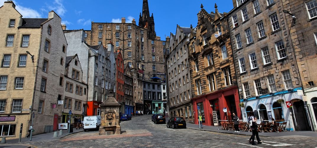 Victoria Street in Edinburgh's Old Town area