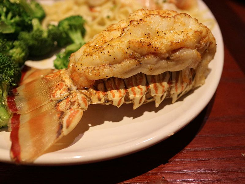 Red_Lobster_-_Rock_Lobster_Tail_16867370282.jpg
