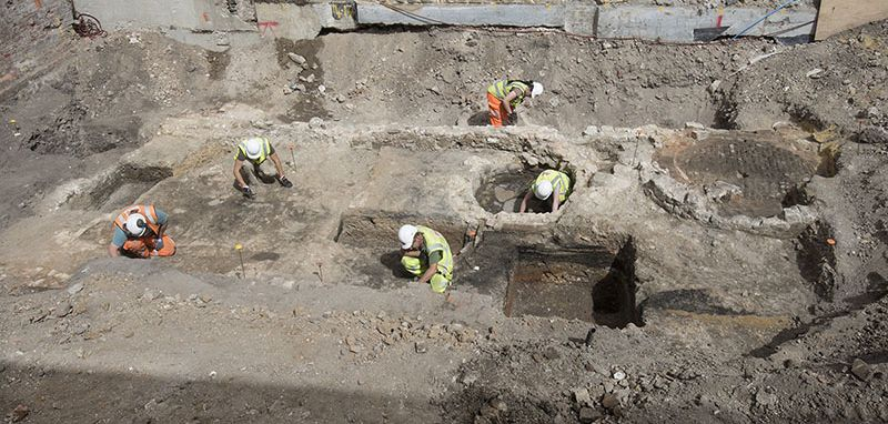WEB - MOLA archaeologists excavate the outide areas of The Theatre in 2018 (c) MOLA.jpg