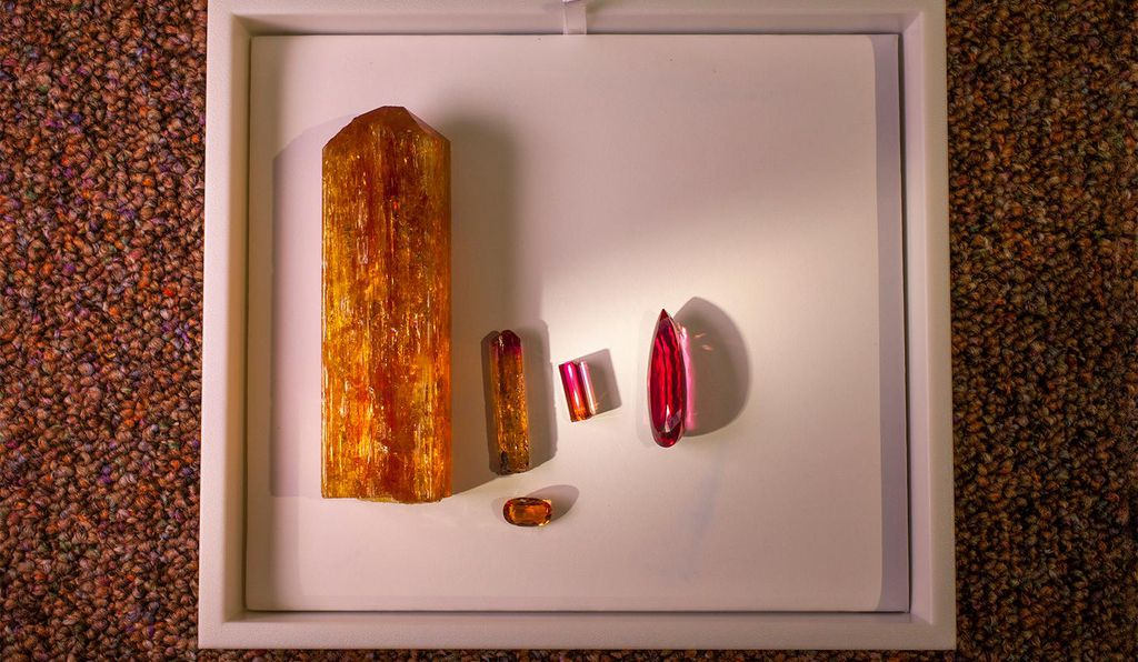The reddish hue discernible in a number of Ouro Preto topazes is the result of atoms of the metal chromium making their way into the minerals' crystalline structures.