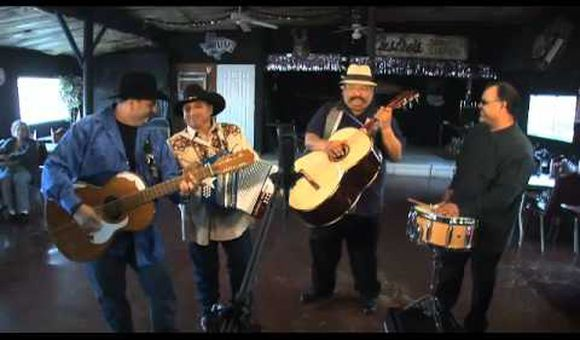 Preview thumbnail for video'Los Texmaniacs Perform
