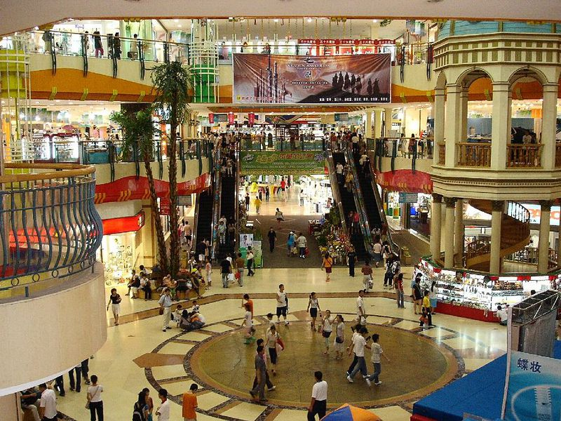1024px-Dalian_large_Shopping_Mall_2005.jpg