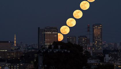 Watch the Supermoon Rise Around the World in Pictures