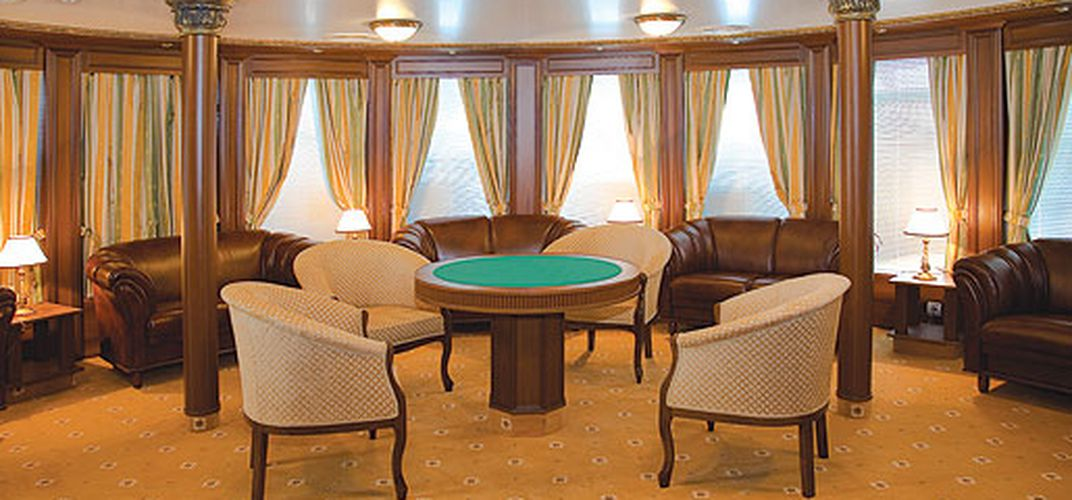 Lounge with Card Table