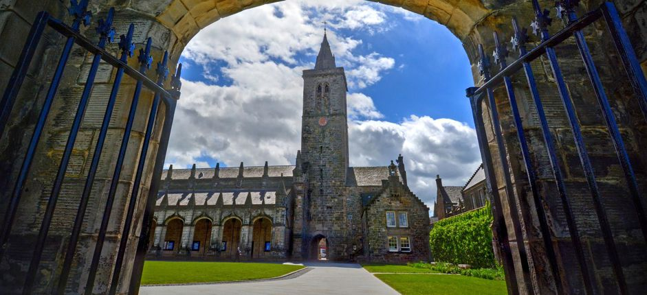 Smithsonian at St Andrews <p>Walk the storied halls of the University of St Andrews and attend courses taught by the faculty. Lodge in student accommodations on campus and explore the charming town of St Andrews and its environs.</p>