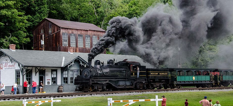 Railroading the Alleghenies <p>Experience the Allegheny Mountains in autumn aboard historic train lines with Smithsonian Journeys.</p>