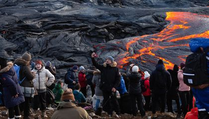 New Fissure in Iceland Volcano Prompts Evacuation of Tourists