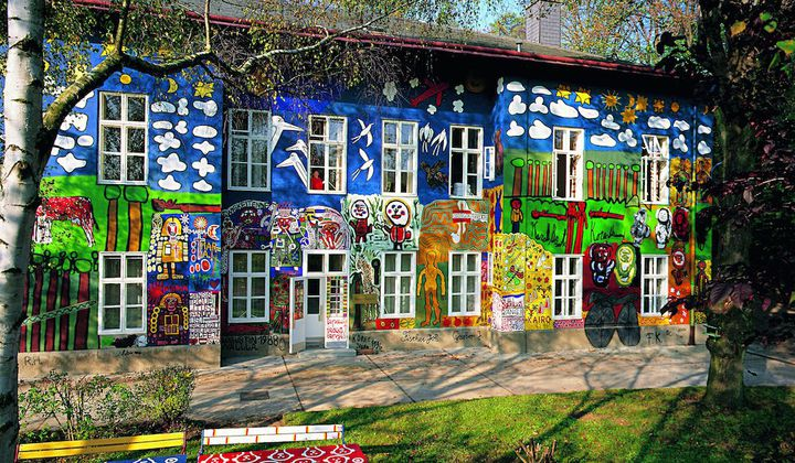 """How This Vienna Suburb Became the Center of the """"Raw Art"""" Movement"""