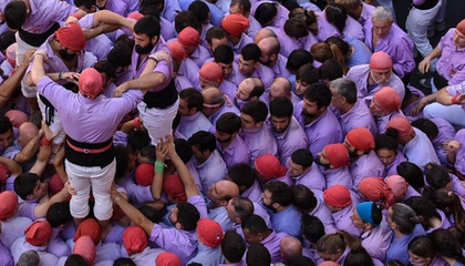 Climb a 35-Foot Human Tower Through the Lens of a Photographer