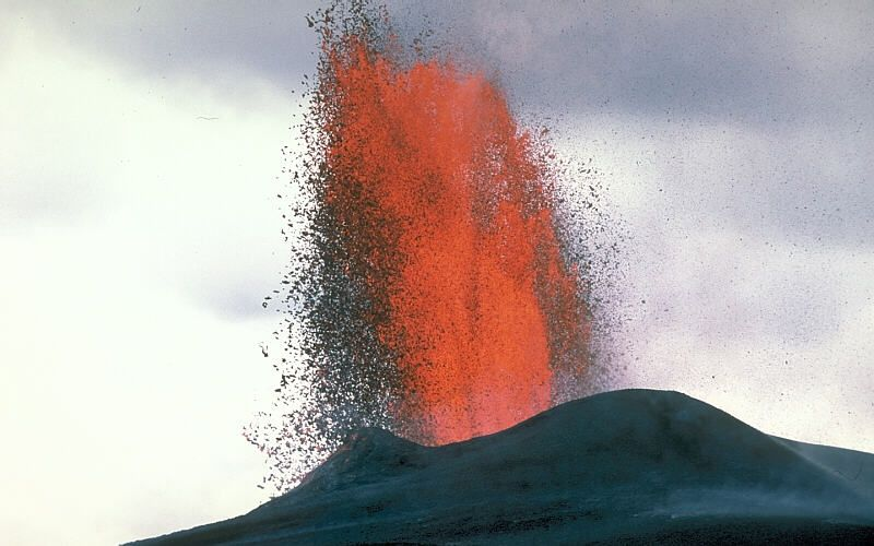 Lava_fountain_Kilauea.JPG