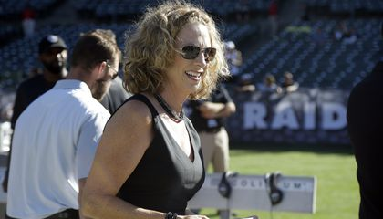 Image: Beth Mowins to be 1st woman to call NFL game in 30 years