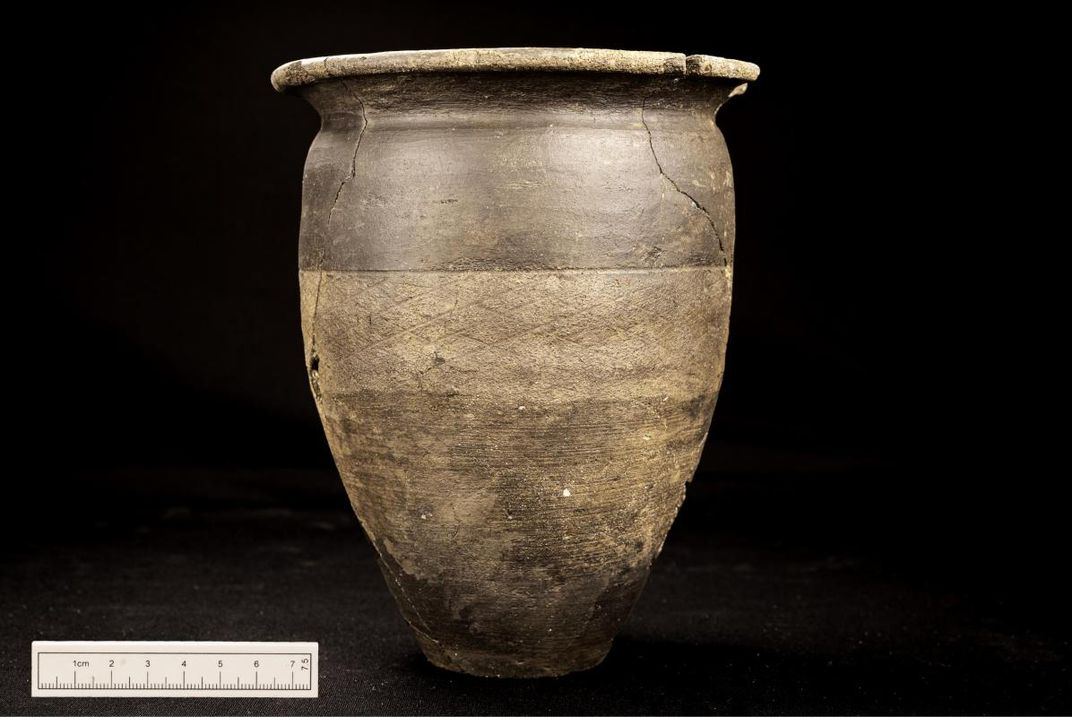 Ancient pot buried in Roman grave