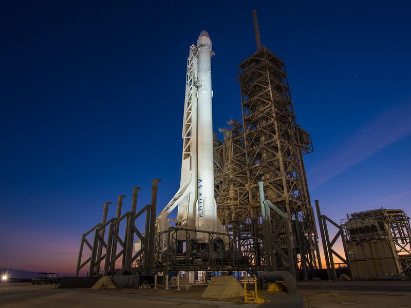 Falcon 9 and Dragon at Pad 39A.jpg