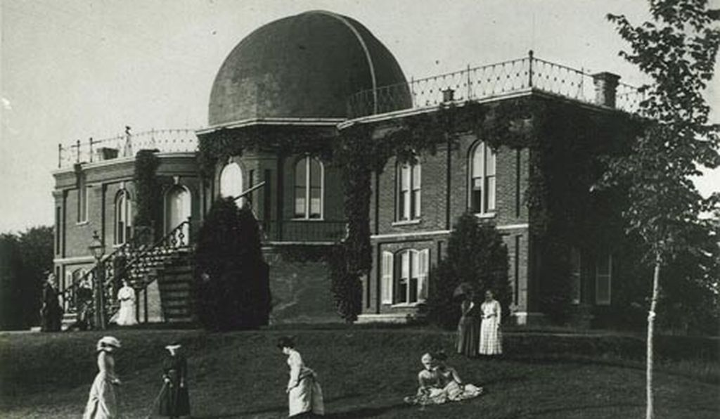 Photograph of the Old Observatory during the day of Maria Mitchell, in 1879.