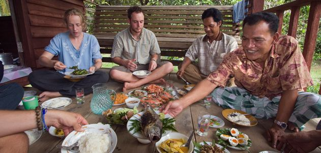 big-idea-mealsharing-tourist-meal-travel-big.jpg