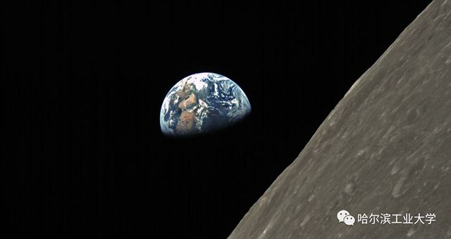 3. Saudi camera Earthrise.jpg