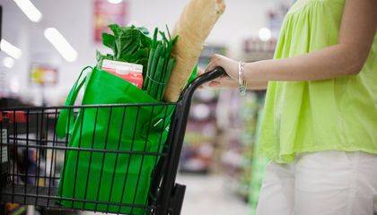 People Who Bring Their Own Grocery Bags are More Likely to Buy Junk Food