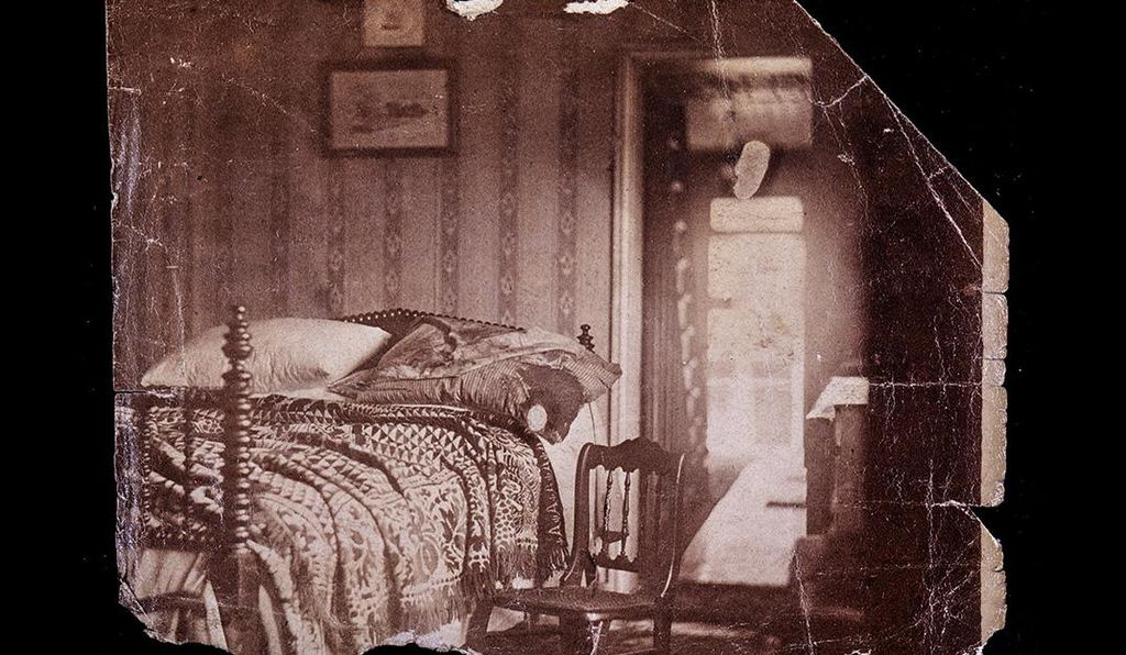 This vintage print shows the bed and linens in the Petersen House bedroom where Lincoln died. The photo was taken the day after the assassination by two Petersen House boarders, brothers Henry and Julius Ulke.