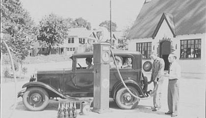 A Short Picture History of Gas Stations
