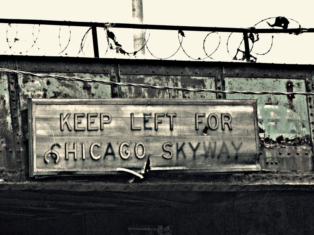 An old and forgotten, metal sign in the city of Chicago