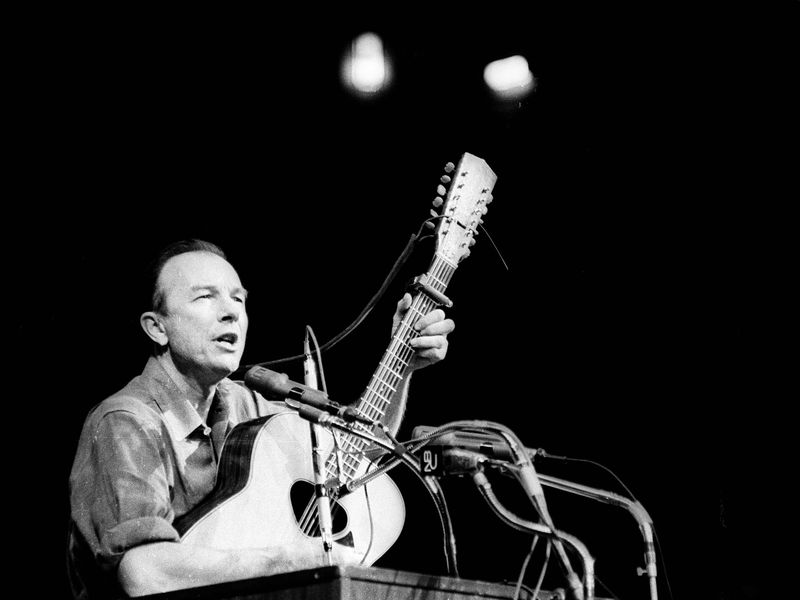 Pete Seeger on Guitar