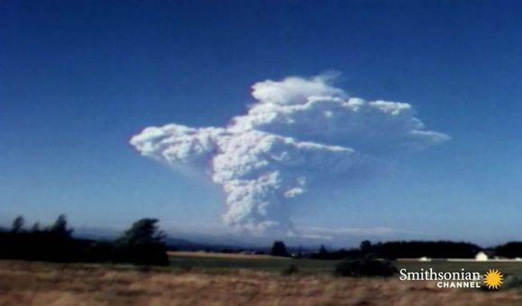 Preview thumbnail for video'Footage of the 1980 Mount St. Helens Eruption