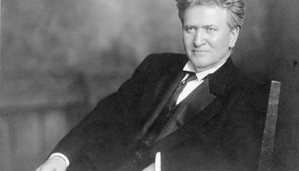 Fake News and Fervent Nationalism Got a Senator Tarred as a Traitor During WWI