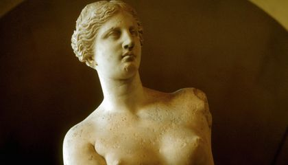 The Mystery of What Venus de Milo Was Once Holding